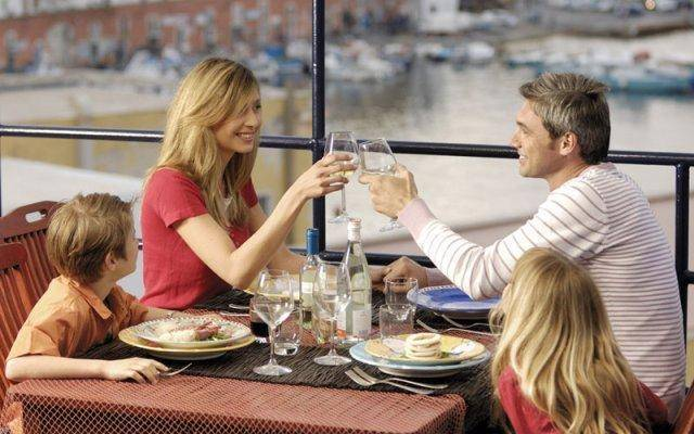 "Taking advantage of ""happy hour"" is one way to dine out without breaking your budget."
